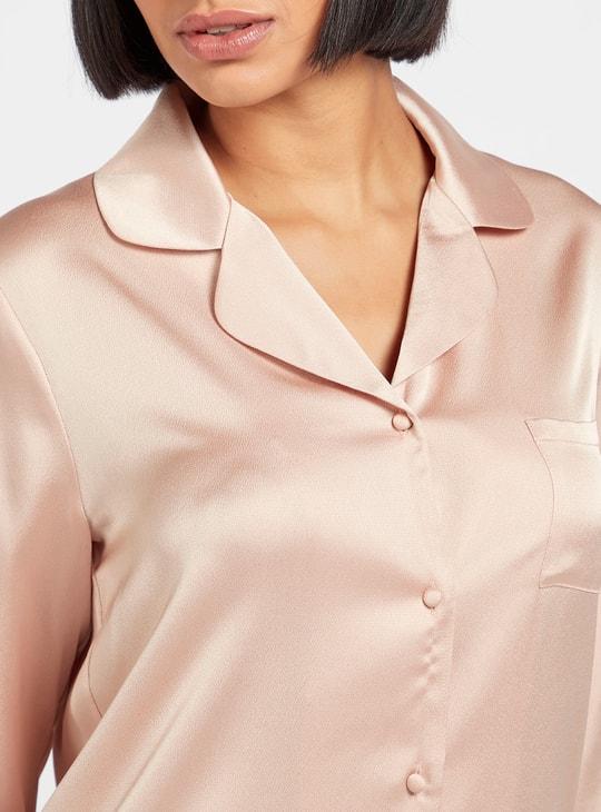 قميص سادة بأكمام طويلة ووصلة أزرار كاملة وياقة عادية