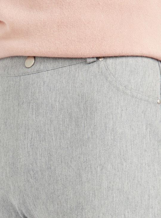 بنطلون ليقنز سادة بتفاصيل جيوب وحلقات حزام