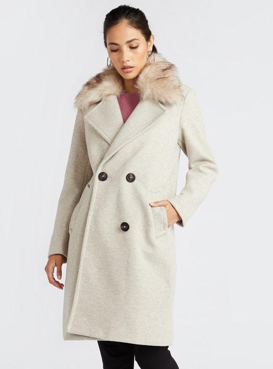 جاكيت معطف بارز الملمس بأكمام طويلة وياقة فرو