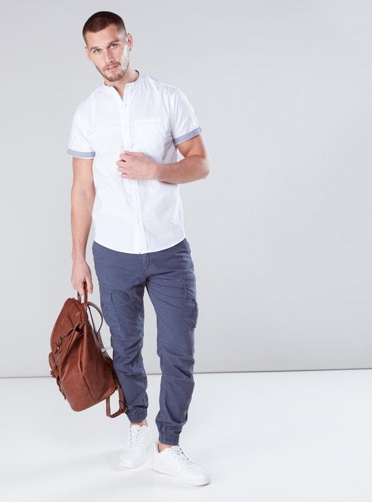 قميص بأكمام قصيرة وأزرار وياقة ماندارين
