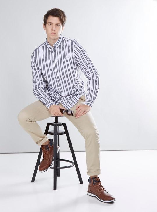 قميص مخطط بياقة عادية واكمام طويلة