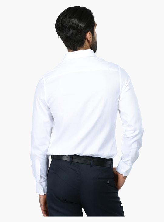 قميص رسمي بارز الملمس بأكمام طويلة بقصّة عادية