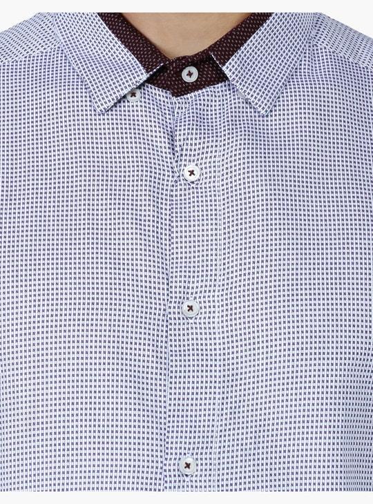 قميص بنقش كاروهات وأكمام قصيرة