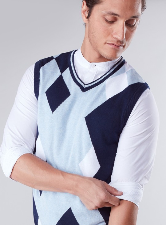 Printed Sleeveless Sweater with V-Neck