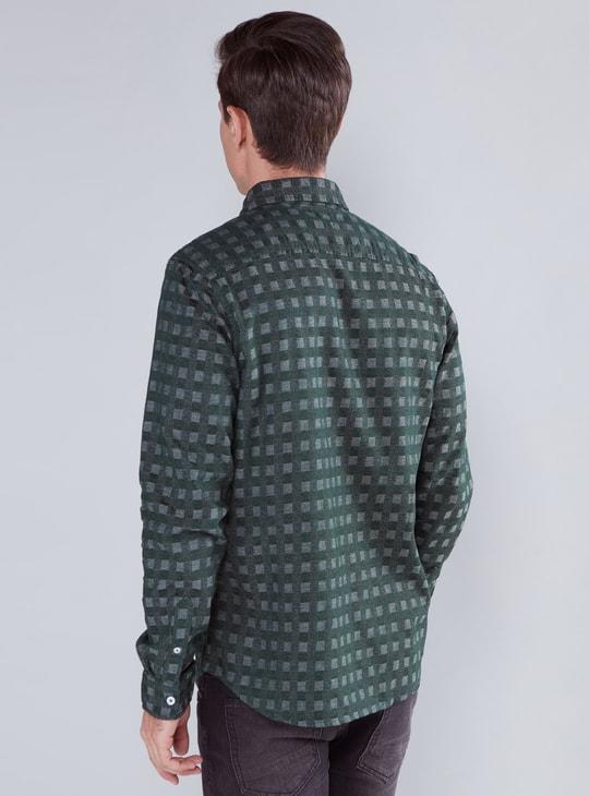 قميص كاروهات بأكمام طويلة وأزرار