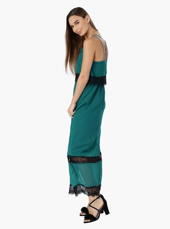 فستان ماكسي بحمّالات رفيعة