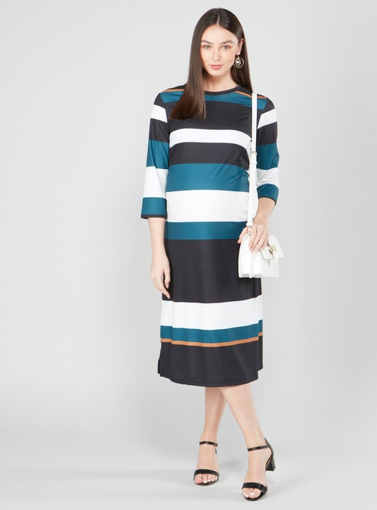 فستان واسع متوسط الطول مخطط  بأكمام 3/4 وياقة مستديرة