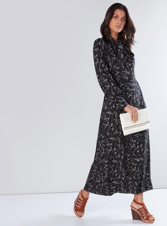 فستان ماكسي بفيونكة وأكمام طويلة وطبعات