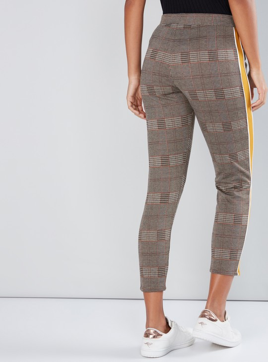 Chequered Cropped Leggings with Elasticised Waistband and Tape Detail