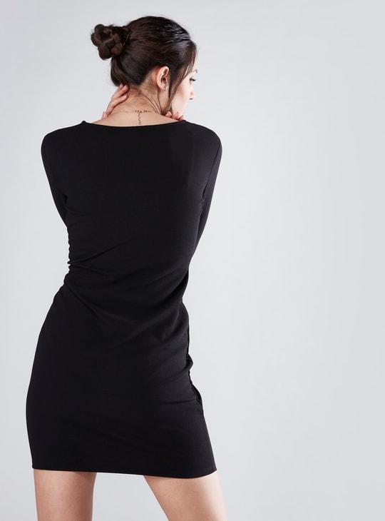 فستان بودي كون ميني بياقة سويت هارت وأكمام طويلة