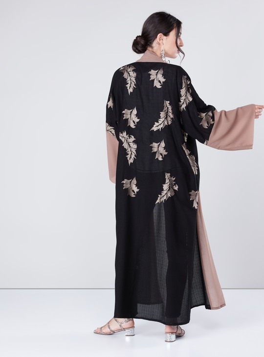عباية  ملفوفة مطرزة بالازهار بأكمام طويلة وحزام رباط