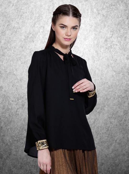 Long Sleeves Top with V-neck in Regular Fit
