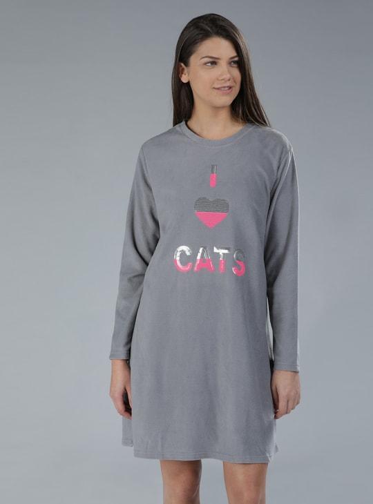 قميص نوم بأكمام طويلة مزيّن بالترتر