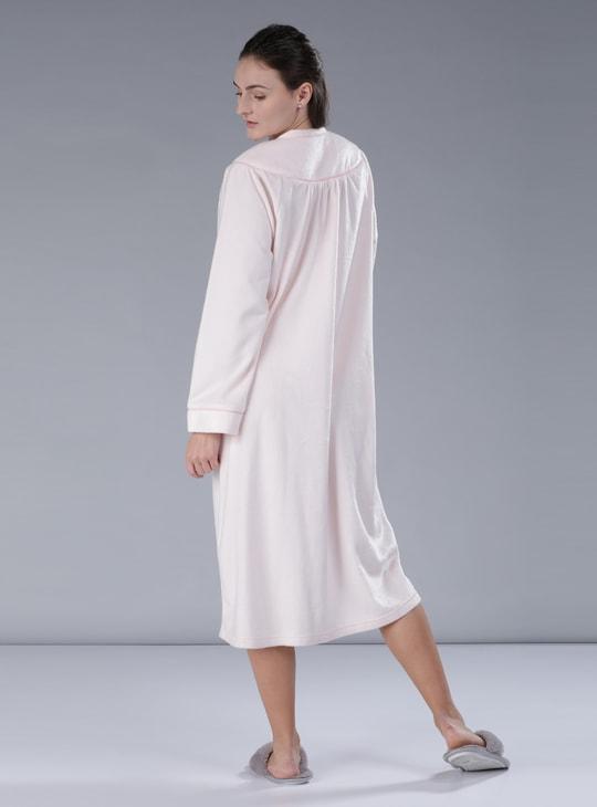فستان نوم مطرز بأكمام طويلة