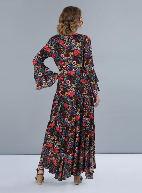 فستان طويل بطبعات أزهار وتصميم متعدد الطبقات