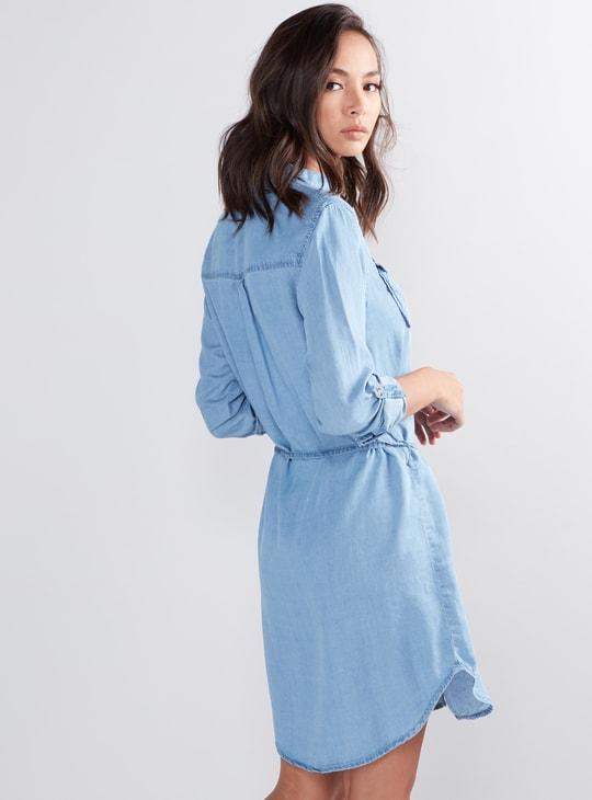 فستان قميص بأزرار وحزام رباط