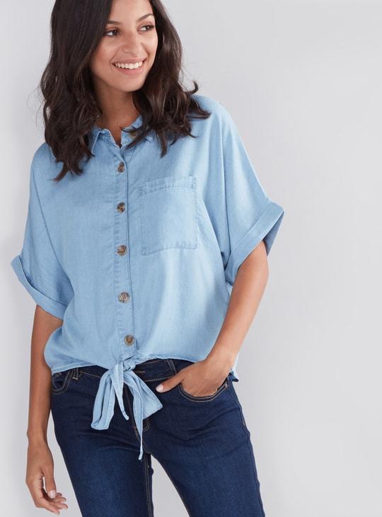 قميص بأزرار وأربطة وجيوب