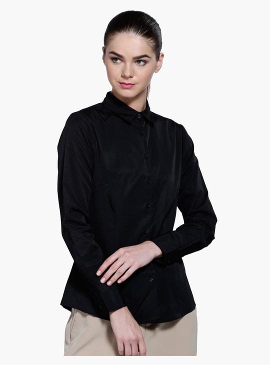قميص بياقة وأكمام طويلة