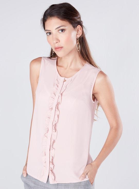 قميص دون أكمام بأزرار غير مرئية وتفاصيل كشكشة