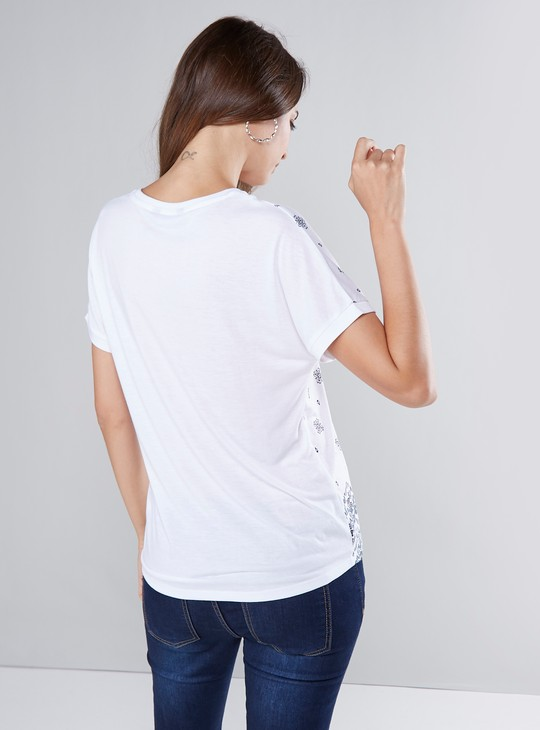 Printed T-shirt with Extended Sleeves and Round Neck