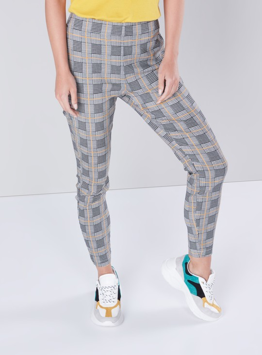 Chequered Pants in Slim-Fit with Elasticised Waistband