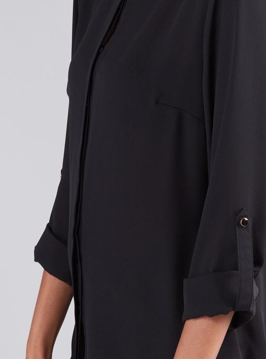 قميص بأكمام طويلة ووصلة أزرار مخفية