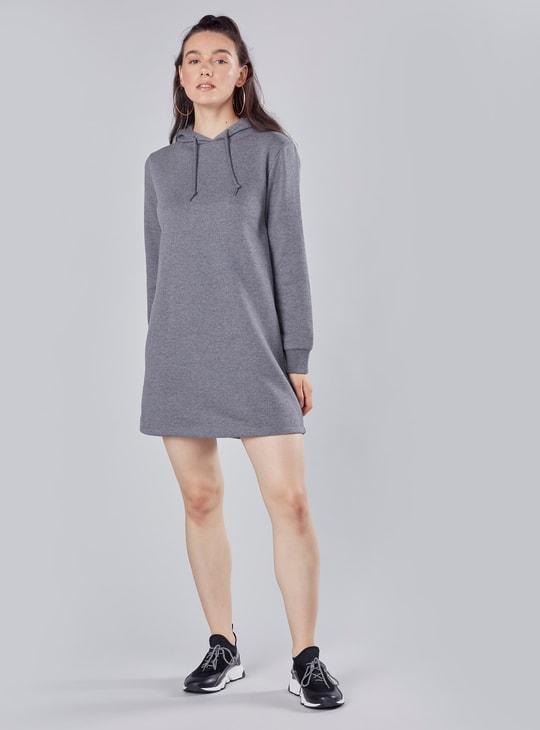 فستان سادة قصير بأكمام طويلة وقبعة