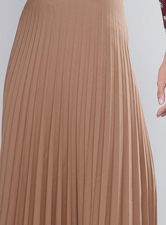 تنورة متوسطة الطول بكشكش