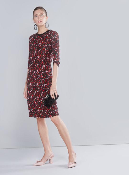 فستان واسع متوسط الطول بأكمام 3/4 وطبعات زهرية
