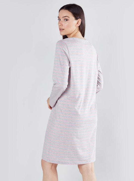 فستان نوم بياقة مستديرة وأكمام طويلة وطبعات ميكي ماوس