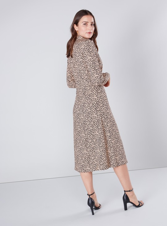 فستان قميص متوسط الطول بأكمام طويلة وطبعات