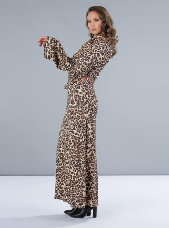 فستان طويل بطبعات النمر وأكمام طويلة
