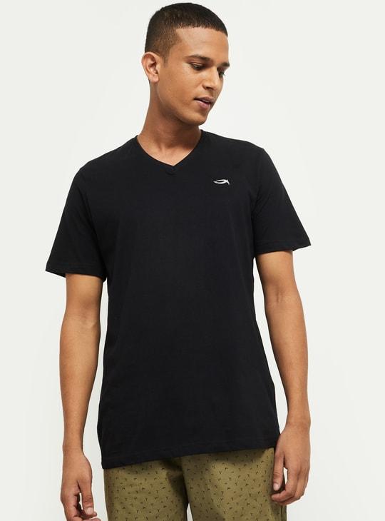 MAX Solid Regular Fit V-neck T-shirt