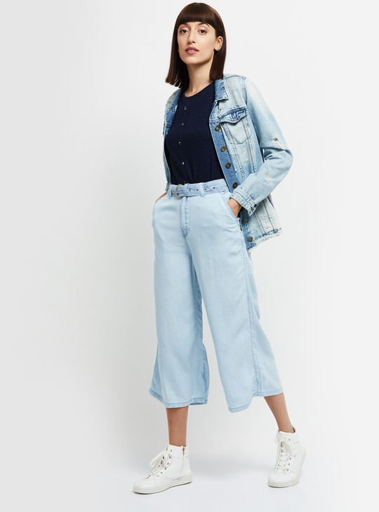 MAX Lightwashed Flared Jeans