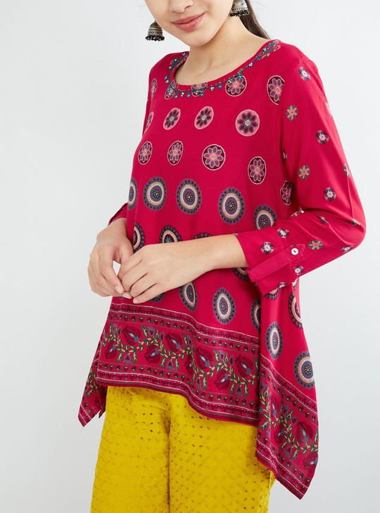 MAX Embroidered Dipped Hem Top