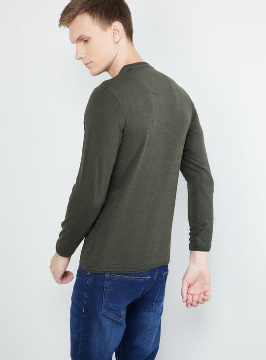 MAX Solid Crew-Neck Slim Fit T-shirt