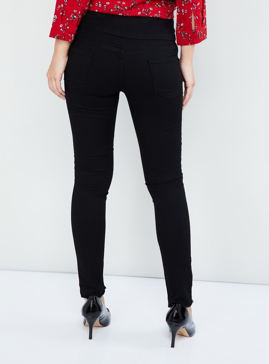 MAX Frayed Hems Solid Skinny Jeans
