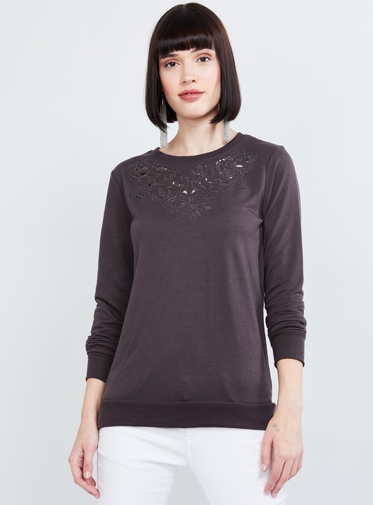 MAX Embroidered Roudn Neck Top