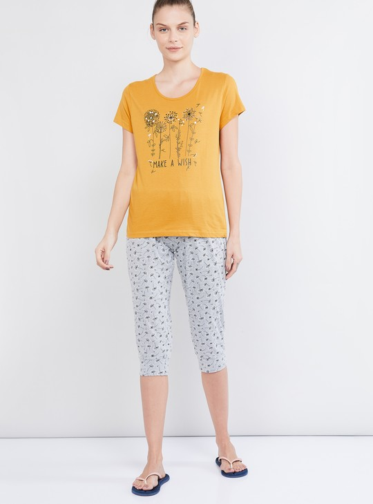 MAX Graphic Print Short Sleeves T-shirt and Elasticated Capris