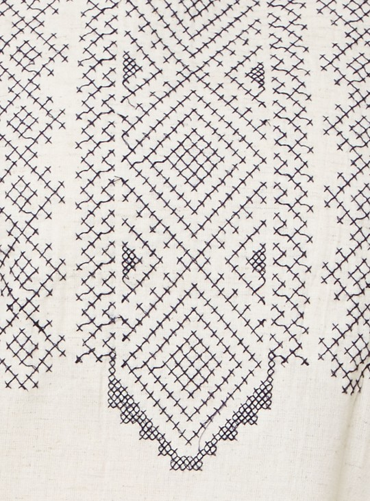 MAX Embroidered Sleeveless Kurta