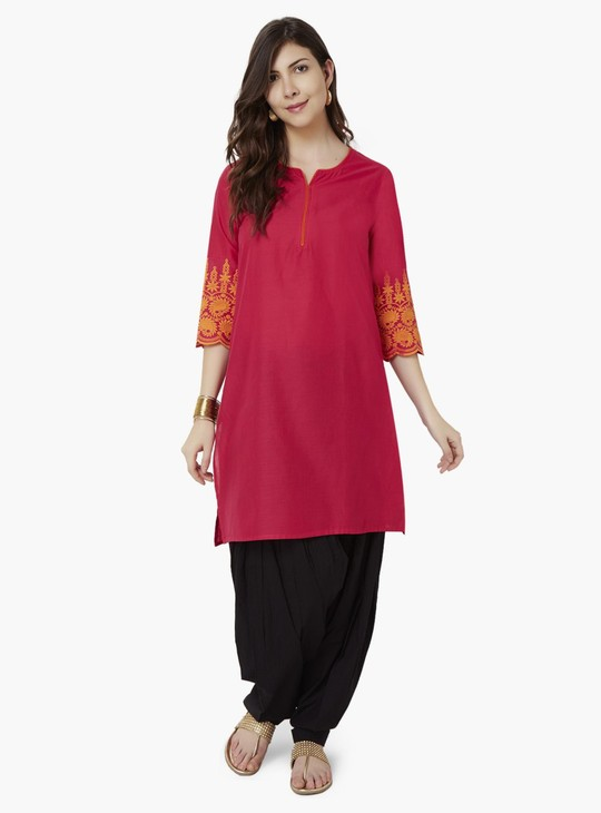 MAX Embroidered Contrast Piping Kurta