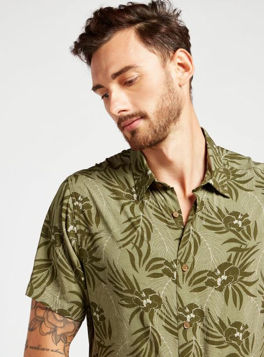قميص بياقة وأكمام قصيرة وطبعات أزهار