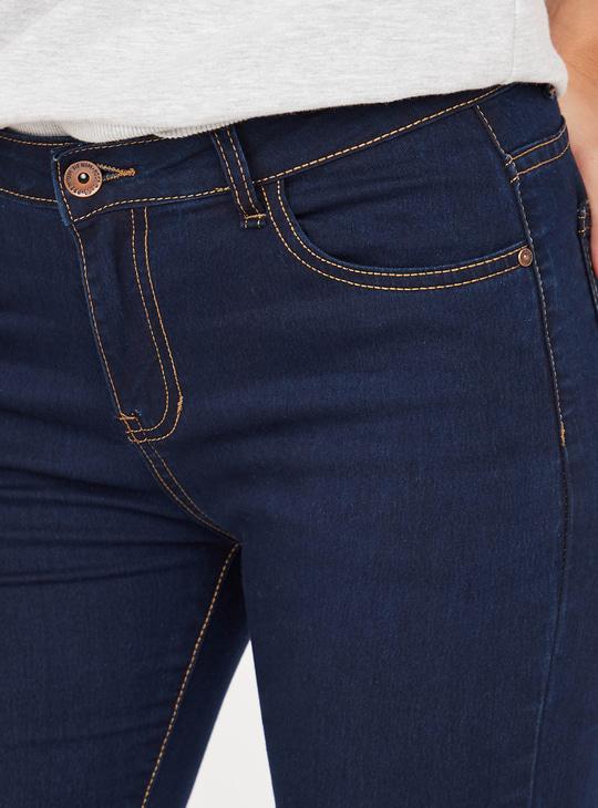 بنطلون جينز سادة سليم فيت بتفاصيل جيوب