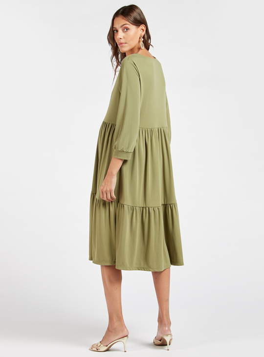 فستان للحوامل ميدي متعدد الطبقات سادة بأكمام 3/4 وياقة مستديرة