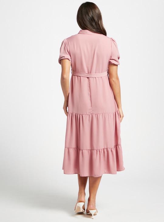 فستان للحوامل ميدي سادة بتفاصيل زر وأكمام قصيرة منفوخة