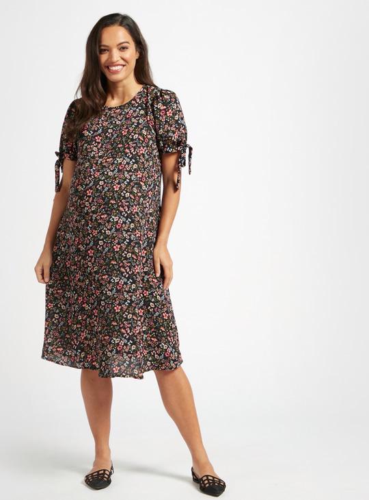 فستان للحوامل بطول الركبة بطبعات أزهار وأكمام برباط