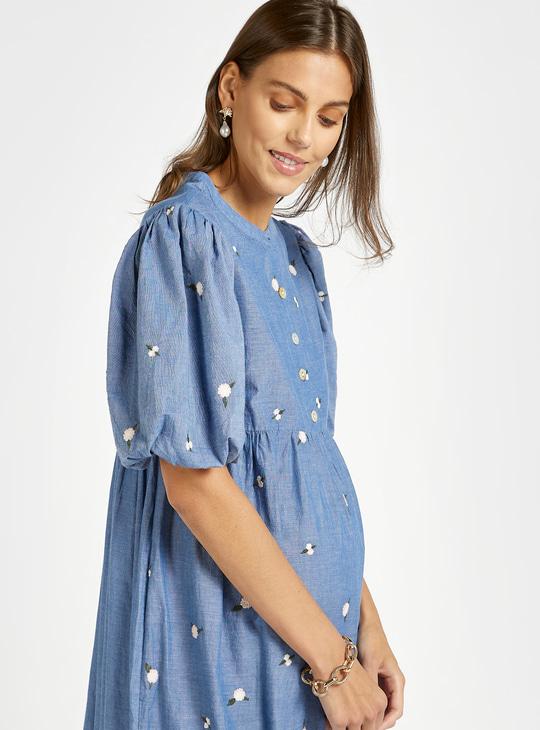 فستان حمل مطرز متعدد الطبقات بياقة دائرية وأكمام قصيرة