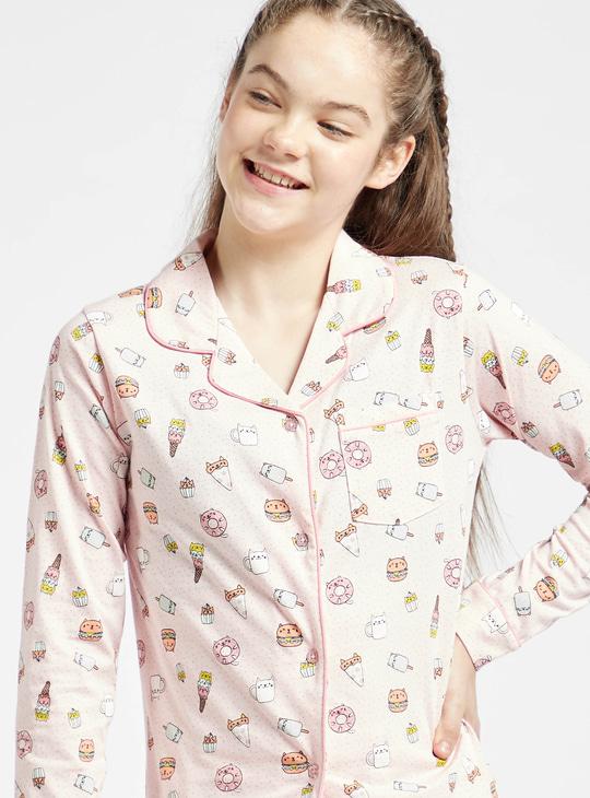 طقم بنطلون بيجاما وقميص نوم بأكمام طويلة وطبعات عليه بالكامل