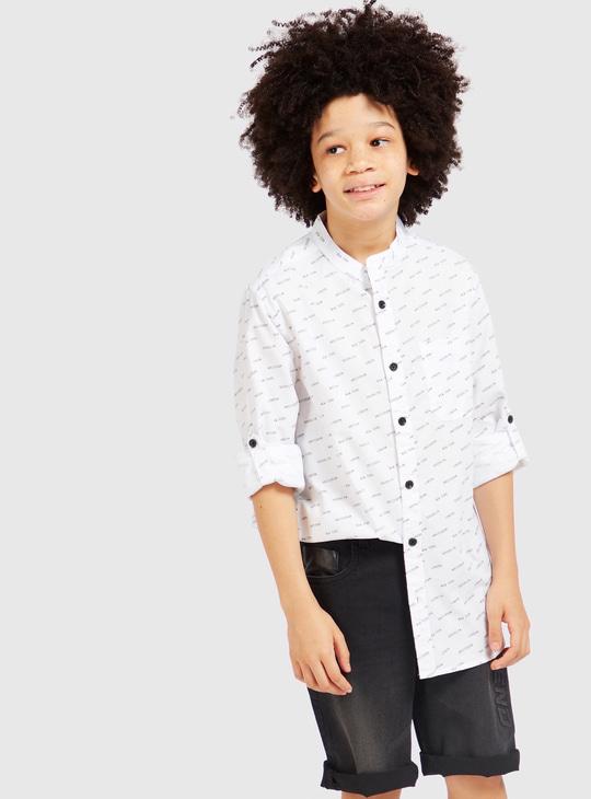 قميص بياقة ماندرين وأكمام طويلة وطبعات عليه بالكامل