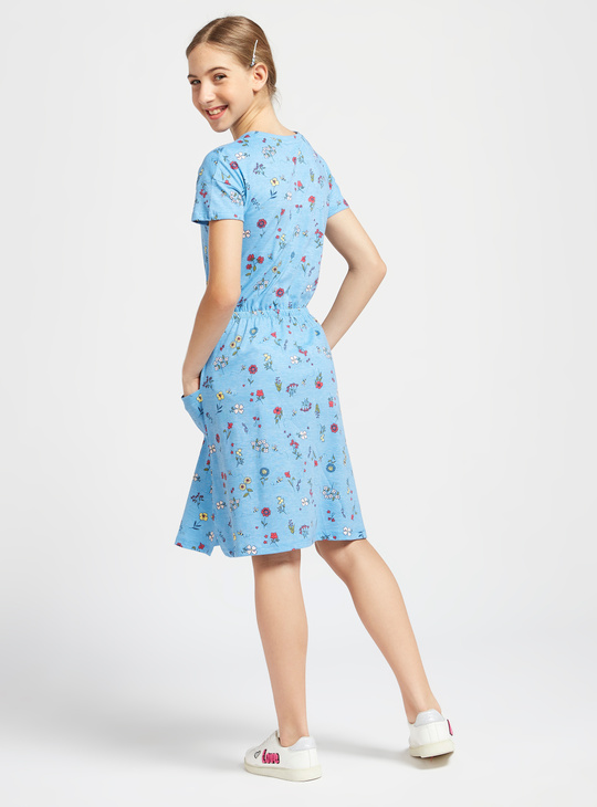All-Over Floral Print Knit Dress with Crew Neck and Pocket Detail